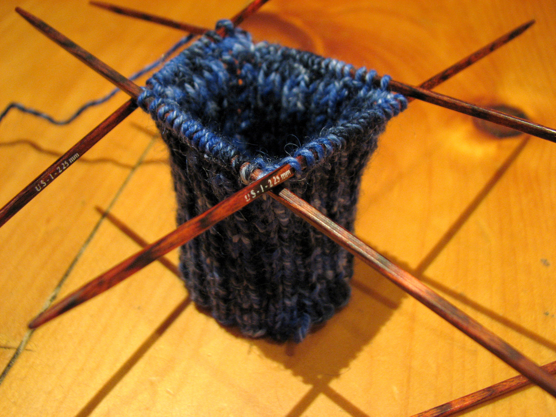 Reddit Knitting Needles : Trying so hard to learn knit on dpns knitting